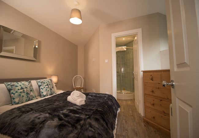 Bedroom 1 | Lord Raglan House - 1 bedroom property in Windsor UK