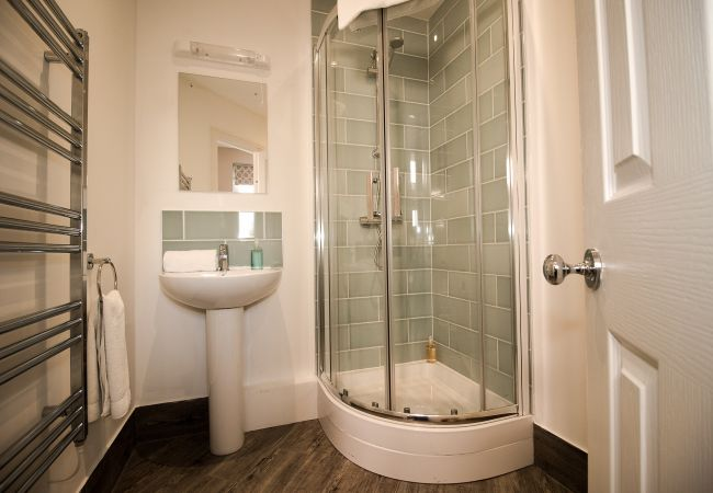 Bathroom | Lord Raglan House - 1 bedroom property in Windsor UK