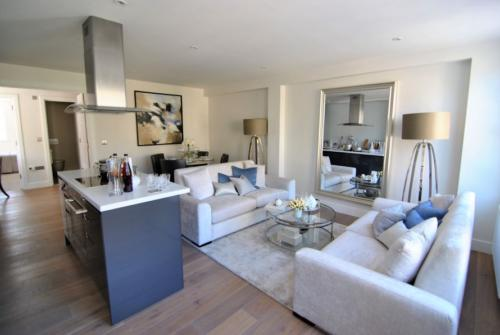 Stunning penthouse serviced apartment in central Windsor