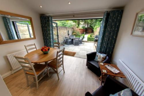 Self catering cottage to rent short term Windsor
