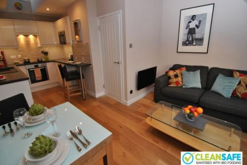 Newly remodelled one bed exec short let apartment Windsor