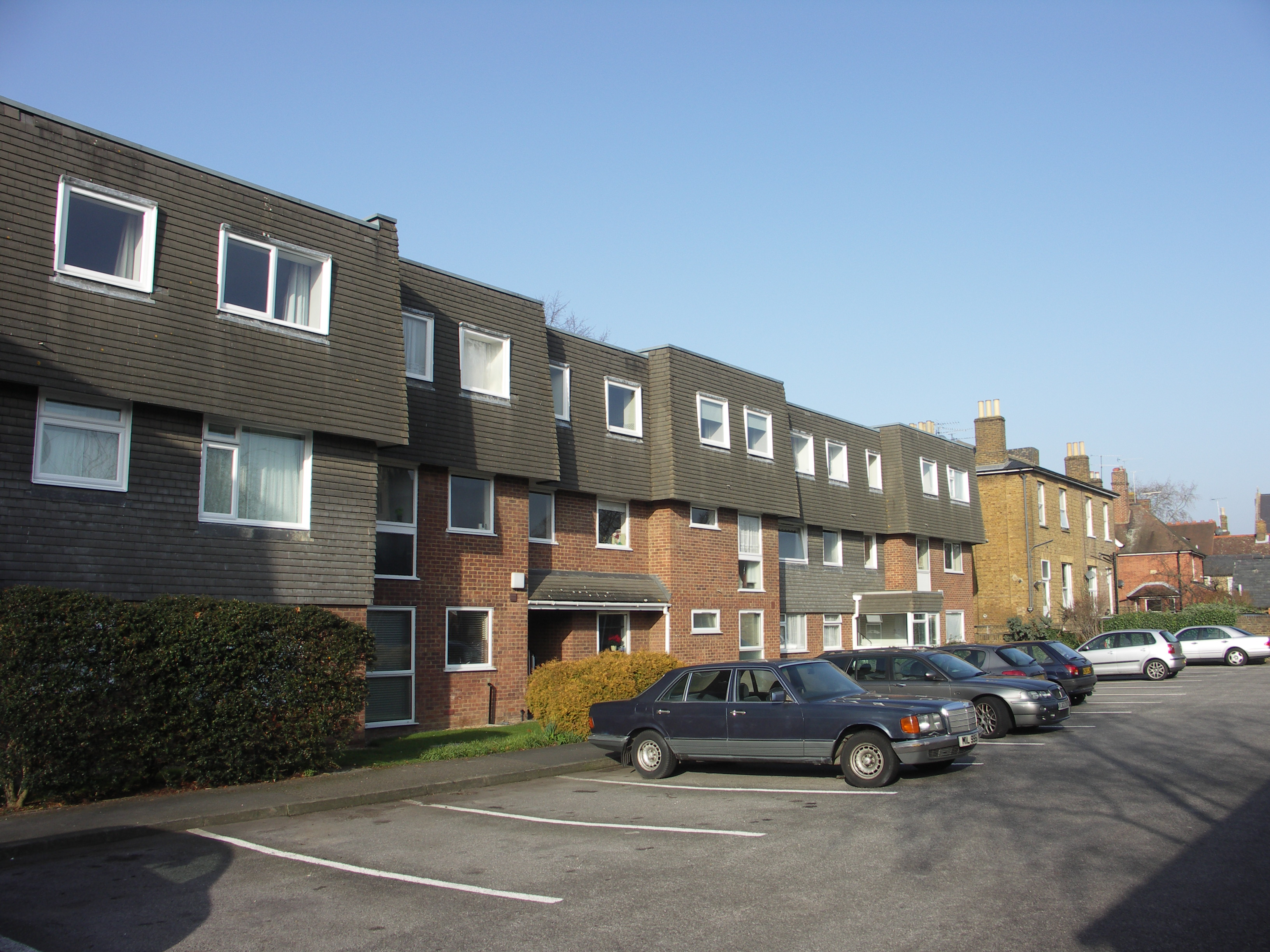 Lawrence Court - 2 bedroom property in Windsor UK